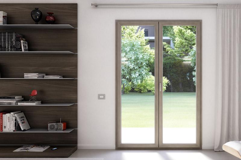 Serramento porta finestra con giardino